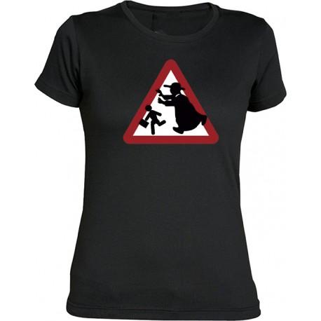 Camiseta chica Precaución Curas